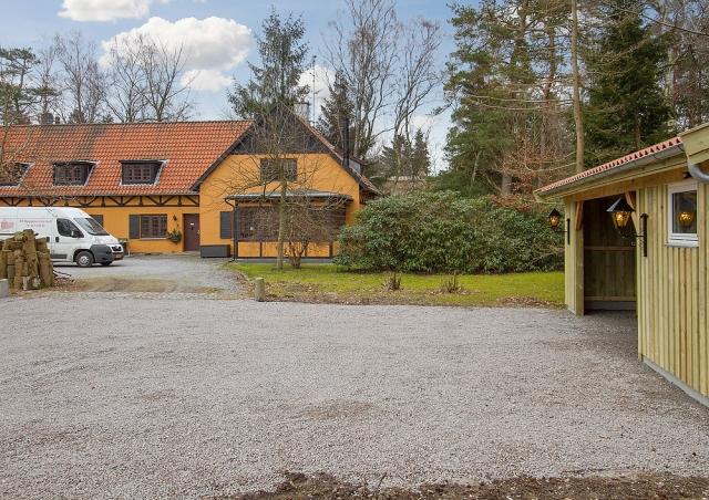 Ny carport med brændeskur og isoleret udhus i Frederiksværk nær Hundested